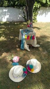 Con una mesa bien vestida se puede crear un rincón muy colorido...